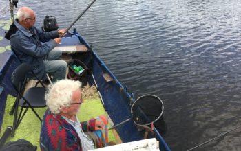 Vissen vanuit de roeiboot met Ad en Wim